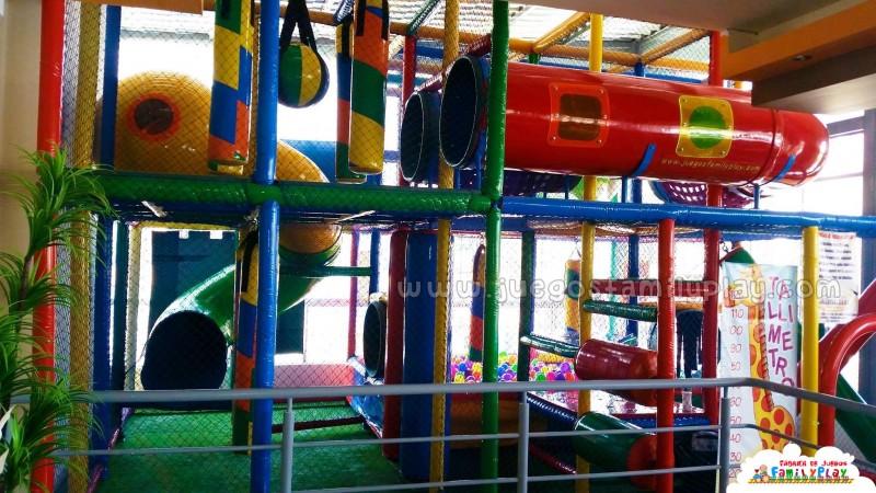 playground laberintos juegos Polleria El Rikoton