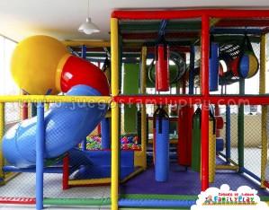 Playground laberinto juegos polleria Nico´s